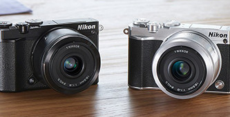 Op de rode loper: de Nikon 1 J5