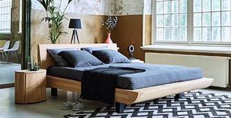 de mooiste natuurlijke houten bedden zorgen voor een zachte touch in je slaapkamer